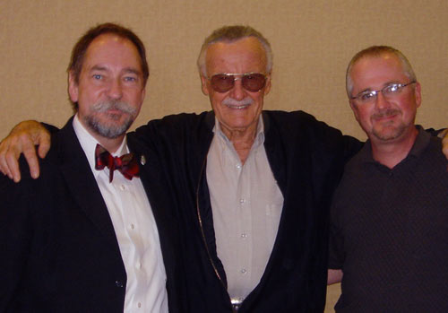 Comics legend Stan Lee hangs out with Doug Edwards and Jeff Webber of uclick.